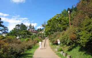 バス停から三峯神社へ